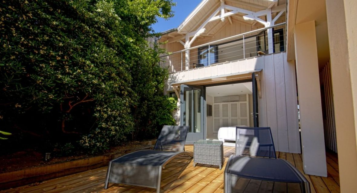 In the village of cap ferret, dream villa by the water