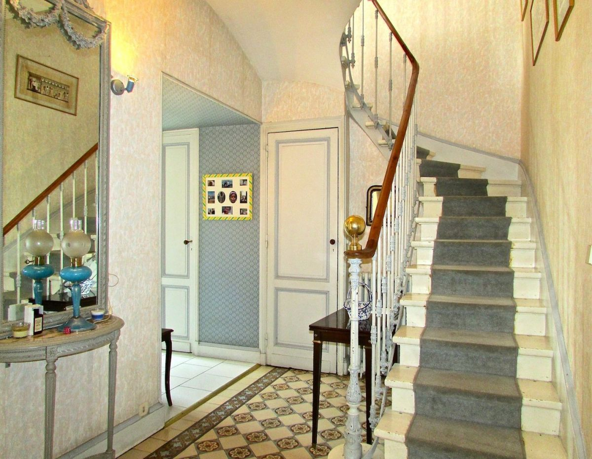 Exceptional House 300m2   6 Rooms   Bordeaux (33000)